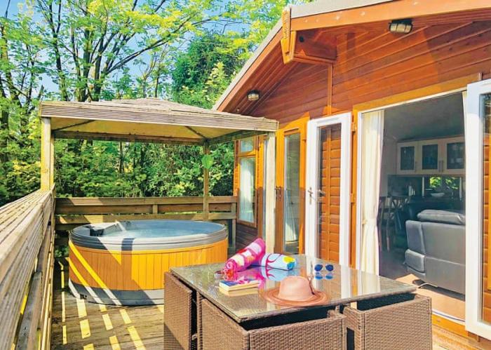 Luxury Lodge in the Heart of England with Hot Tub