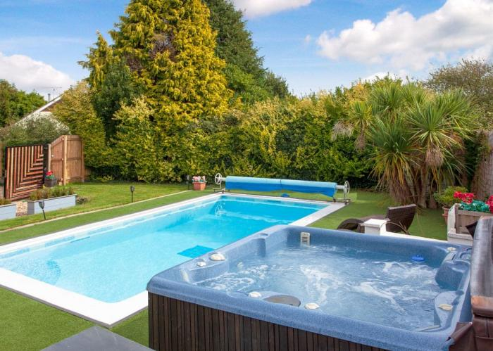 Family Devon Break with Pool & Hot Tub