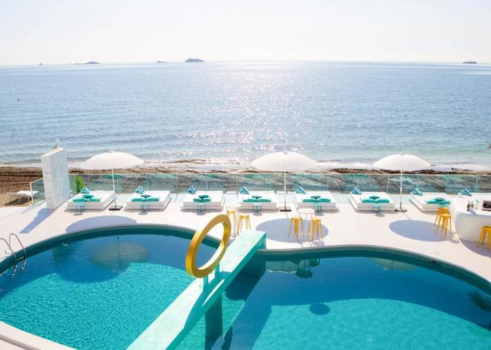 Trendy Ibiza Hotel - The perfect place for friends